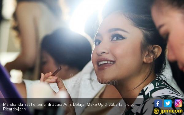 Begini Penjelasan Suami Karen Pooroe Soal Tuduhan Tinggal Bareng Marshanda - JPNN.com