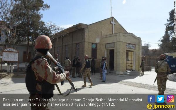 https://photo.jpnn.com/arsip/watermark/2017/12/18/pasukan-anti-teror-pakistan-berjaga-di-depan-gereja-bethel-memorial-methodist-usai-serangan-teror-yang-menewaskan-8-nyawa-minggu-1712.jpg