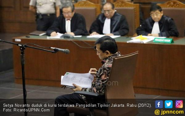 Bugar saat Tiba, Papa Novanto Tampak Loyo di Kursi Terdakwa - JPNN.COM