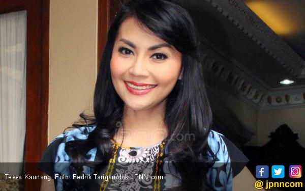 Usai Digerebek, Tessa Kaunang Akan Jual Rumah Gono Gini - JPNN.com