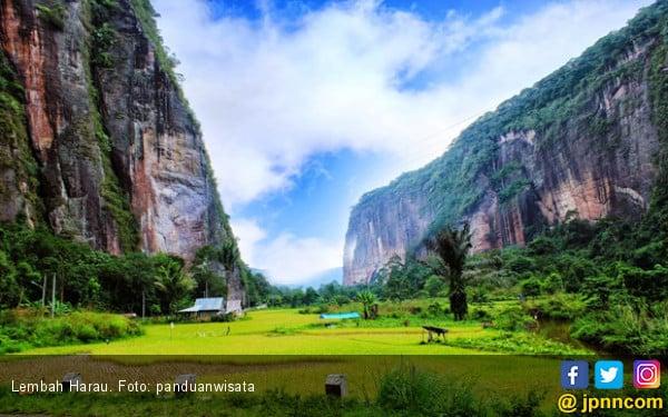 Lembah Harau Longsor, 10 Wisatawan Terjebak - JPNN.COM