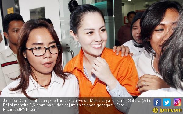 Jennifer Dunn di Penjara, Ibunya Sibuk jadi Timses Pilkada - JPNN.COM