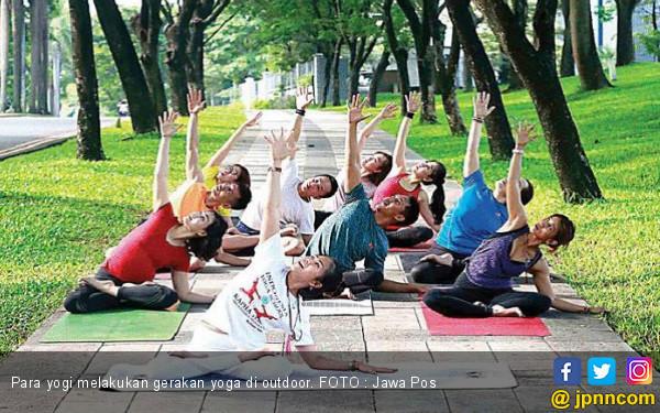 Yoga Bisa Atasi Badan Lemas? - JPNN.COM