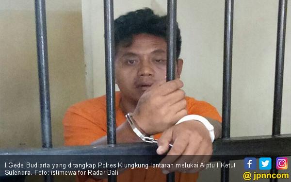 Mengamuk di Kafe, Nekat Sabetkan Celurit ke Polisi - JPNN.com