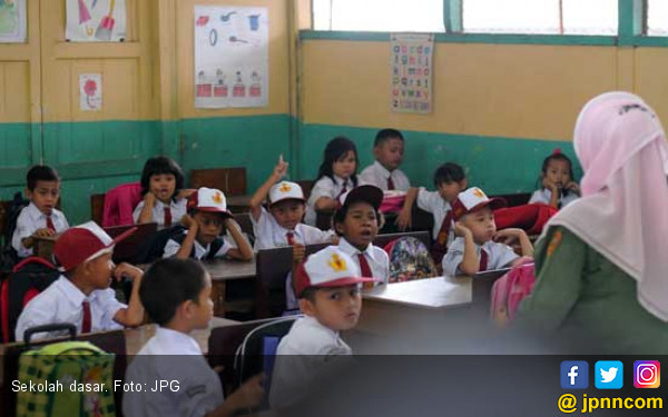 Miris, Satu Sekolah Hanya Punya Dua Guru - JPNN.COM