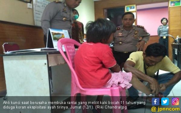Polisi Tetapkan Orang Tua Perantai Anak Itu jadi Tersangka - JPNN.COM