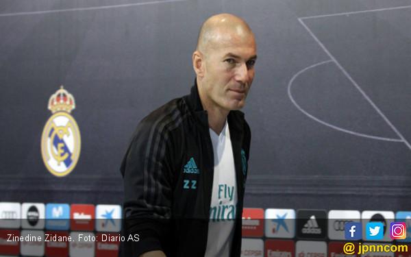 Nyonya Tua Tunggu Zinedine Zidane Cerai sama Real Madrid - JPNN.COM