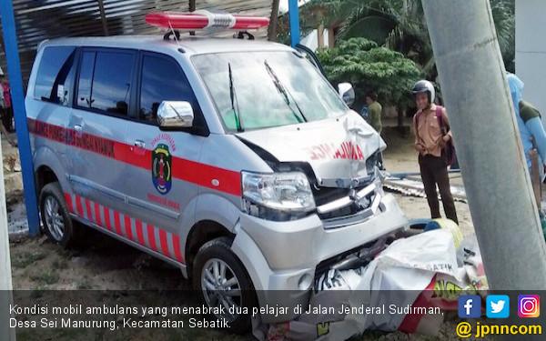 Dua Pelajar Tewas Diseruduk Ambulans - JPNN.COM