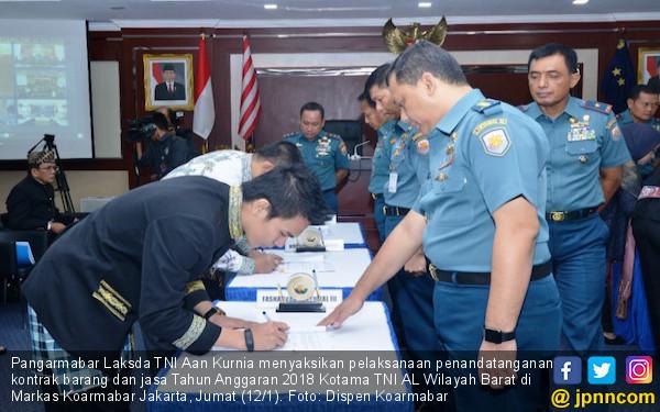 Pangarmabar Saksikan Teken Kontrak KS Barang dan Jasa TNI AL - JPNN.COM