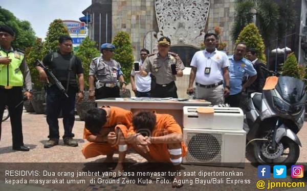 Polisi Pamerkan Duet Penjambret di Pusat Turis