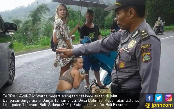 Polisi Bakal Cegat Bule Berbikini Naik Motor - JPNN.COM