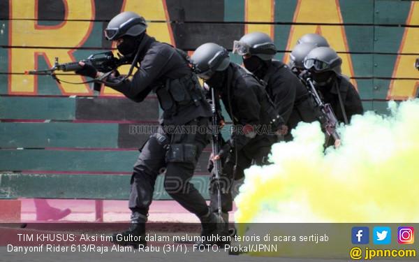 Susupi Sertijab Danyon, Teroris Sandera Tamu Lalu Adu Tembak - JPNN.COM