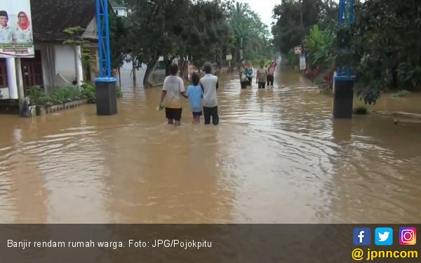 Dua Tanggul di Bekasi Jebol Diterjang Banjir - JPNN.COM