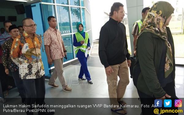 Keluar dari RS, Kaki Lukman Hakim Saifuddin Masih Diperban - JPNN.COM