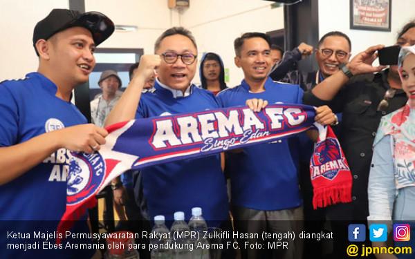 Zulkifli Hasan Diangkat Jadi Bapak Aremania Sejagat Raya - JPNN.COM