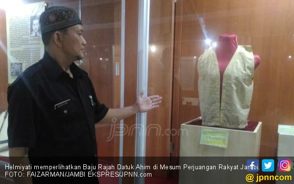 Baju Rajah Datuk Ahim, Peluru Serdadu Belanda Selalu Meleset - JPNN.COM