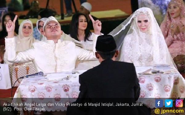 Pernikahan Angel - Vicky Diprediksi Bertahan Hanya Setahun - JPNN.COM