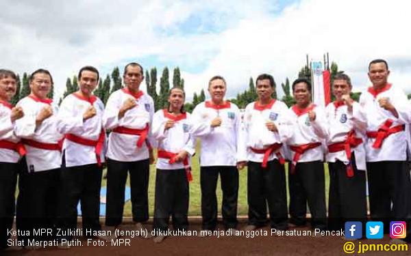 Zulkifli Hasan Jadi Keluarga Besar Merpati Putih - JPNN.COM