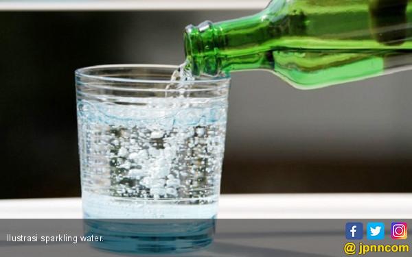 Sparkling Water Bikin Kamu Sering Kentut Loh, Ini Alasannya - JPNN.COM