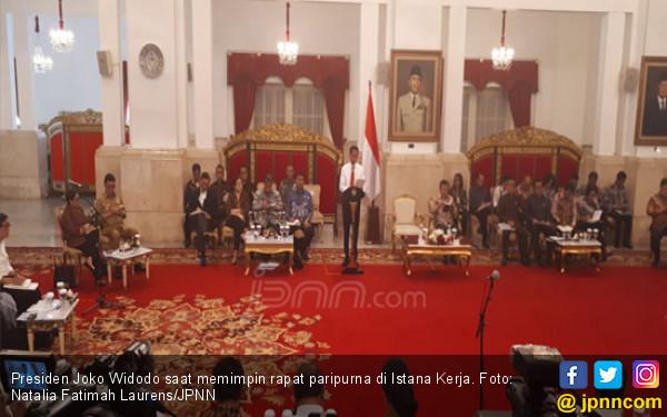 Pak Jokowi Tiba-Tiba Datangi Sri Mulyani dan Jabat Tangannya - JPNN.COM