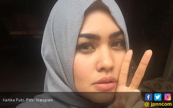 Berhijab, Kartika Putri Tak Mau Tinggalkan Dunia Artis - JPNN.COM