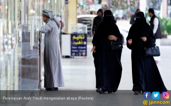 Ulama Saudi Tak Setuju Perempuan Dipaksa Pakai Abaya - JPNN.COM