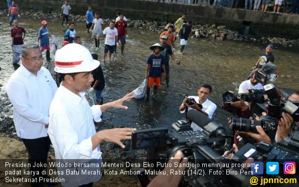 Kunjungi Ambon, Jokowi Tinjau Proyek Padat Karya Tunai - JPNN.COM