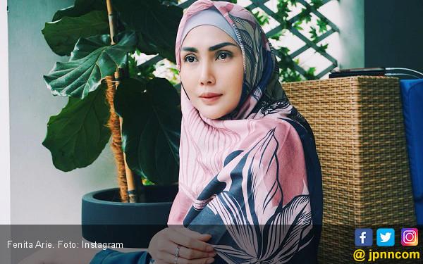 Bulan Depan, Fenita Arie Boyong Keluarga ke Tanah Suci - JPNN.COM