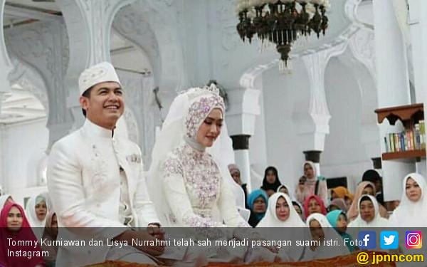 Hamdalah, Tommy Kurniawan Sah Nikahi Pramugari Cantik - JPNN.com