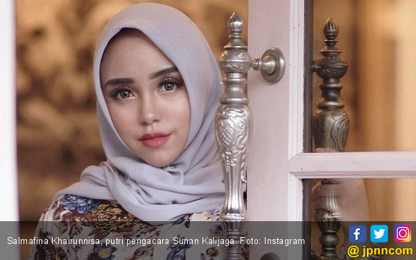 Salmafina Bahagia Bisa Umrah bareng Orang Tua - JPNN.COM