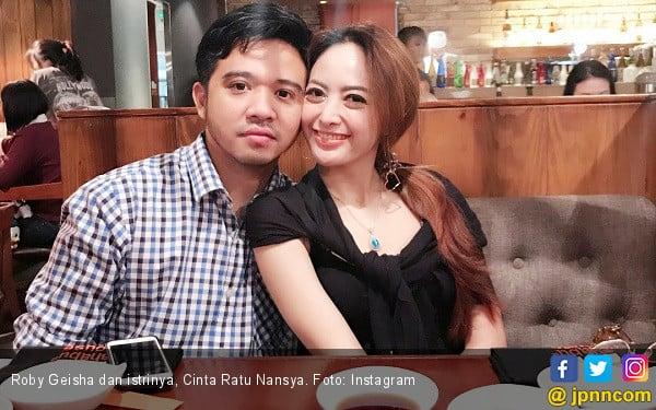 Belum Cerai, Roby Geisha Kok Menolak Dicium Istri? - JPNN.COM