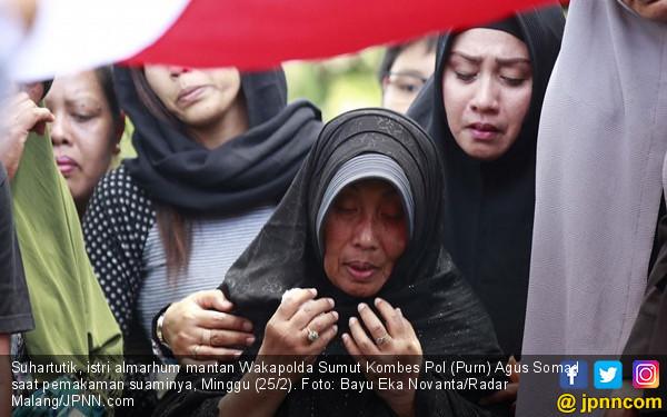 Saat Salat Jumat, Mantan Wakapolda Sumut Sudah tak Terlihat - JPNN.COM