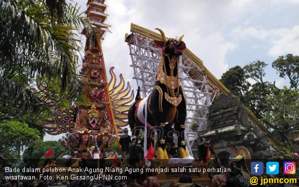 Pelebon Anak Agung Niang, Ubud pun Menjadi Lautan Manusia - JPNN.COM