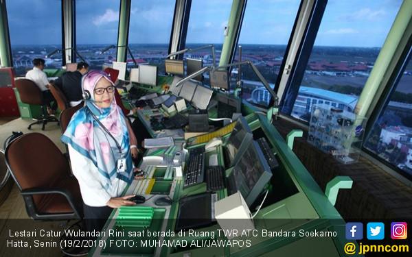 Kisah Pengatur Lalu Lintas Pesawat di Bandara Soetta - JPNN.COM