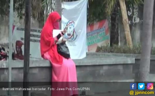 Alumnus UIN Sesalkan Larangan Mahasiswi Bercadar - JPNN.COM