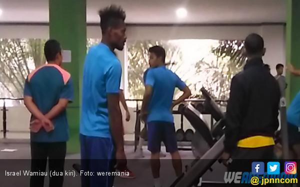 Bek Muda Persipura Jalani Seleksi di Arema FC - JPNN.COM