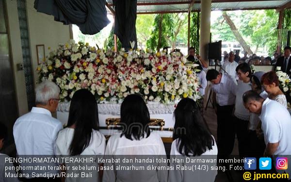 Doa dan Isak Tangis Iringi Kremasi Jenazah Hari Darmawan - JPNN.COM