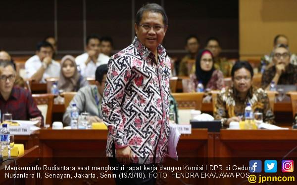 Bocor-bocor! Menkominfo Serukan Puasa Facebook - JPNN.COM