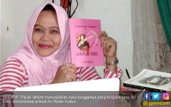 Emak-emak Geluti Kesenian, Karyanya Diapresiasi Negeri Jiran - JPNN.COM