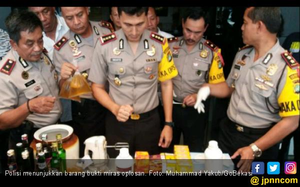 Polres Metro Bekasi Bongkar Penjualan Miras Oplosan - JPNN.COM