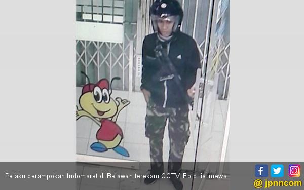 Berita Terbaru Pria Bercelana Loreng Merampok Indomaret - JPNN.COM