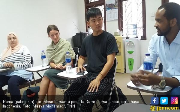 2 Bulan Mahasiswa Asing UNY Lancar Bahasa Indonesia, Keren! - JPNN.COM