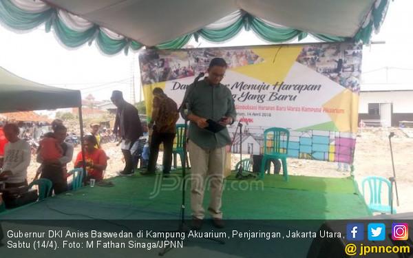 Anies Sandi Sambut Anies Baswedan di Kampung Akuarium - JPNN.COM