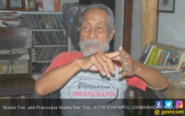 Soesilo Toer, Doktor Pemulung Sampah, Dulu Kaya Raya (4) - JPNN.COM