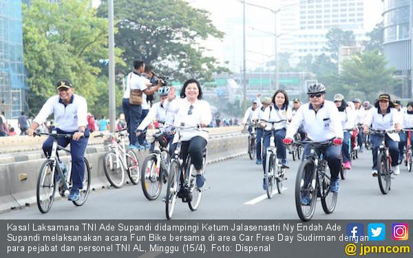 Kasal Pimpin Fun Bike Bersama Prajurit TNI AL - JPNN.COM
