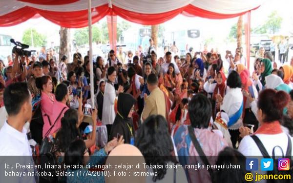 Ini Pesan Iriana Jokowi Saat Bertemu Ribuan Pelajar Tobasa - JPNN.com