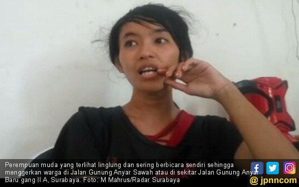 Perempuan Muda Linglung Gegerkan Warga - JPNN.COM
