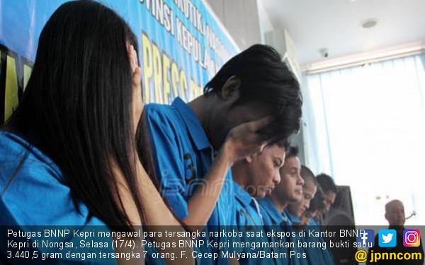 BNNP Kepri Berhasil Tangkap Kurir 3,2 Kilogram Sabu-Sabu - JPNN.COM