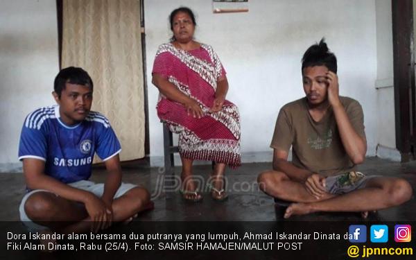 Kisah Sedih Dora, Sendirian Rawat Tiga Putranya yang Lumpuh - JPNN.COM