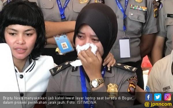 Kisah Briptu Nova Menikah Jarak Jauh, Menangis, Mengharukan - JPNN.COM
